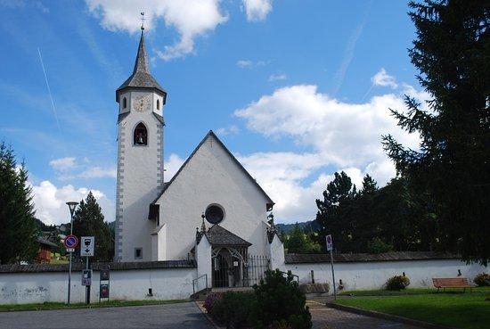 Corvara, Italia: la chiesa da fuori