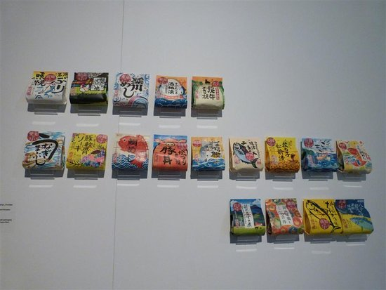 Museum of Japanese Art and Technology : exhibition of Japanese traditional packaging and boxes