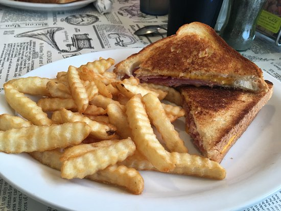 Port Royal, VA: Grilled Ham & Cheese with fries
