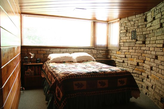 Mount Horeb, WI: Bedroom