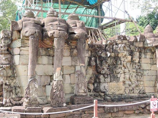 Angkor Destination Travel: Angkor thom