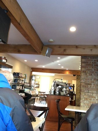 Cedarburg, Ουισκόνσιν: Great coffee, warm setting and friendly staff
