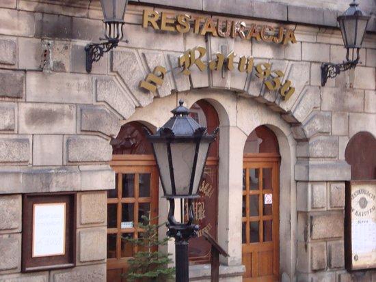 W Ratuszu Restauracja: wejście