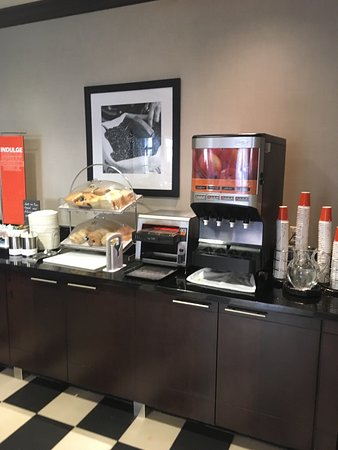 Hampton Inn by Hilton Toronto Airport Corporate Centre: Breakfast!! Excellent