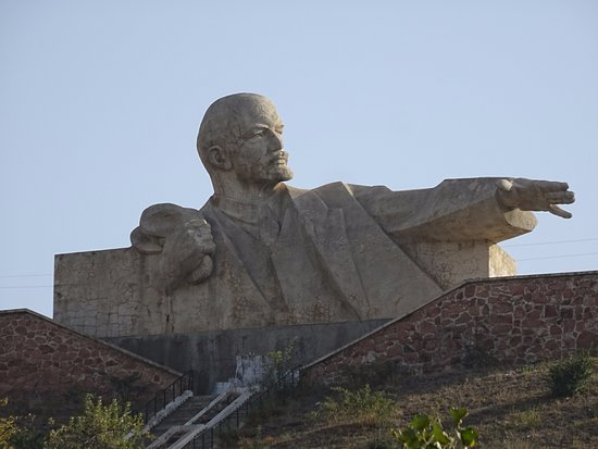 The amazing large bust of Lenin near Istaravshan