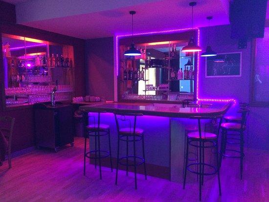 Miribel, فرنسا: Le bar dans la salle de réception