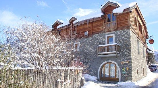 Une sympathique maison de montagne bois vieilles pierre for Avis sur maison pierre