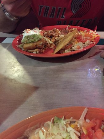 Memo's Mexican Restaurant: Amazing! Service was wonderful, food is so delicious, and the drink 'Shaggy's Potion' (blended=y