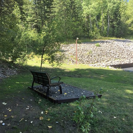 Fernie, Canada: Nice place to sit and enjoy the mountians