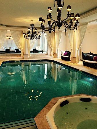 La Chapelle-en-Serval, France : Tiara Chateau Hotel Mont Royal Chantilly