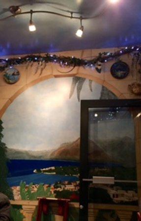 Carini's La Conca D'Oro: Front room.