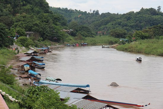Chiang Saen : From market looking back at local restaurants