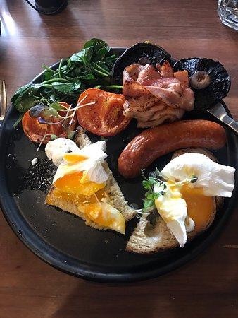 Macedon, Australia: Mmmm yummy breakfast & coffee ☕️ 😊