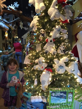 Shelburne, VT: behind my daughter is the center village
