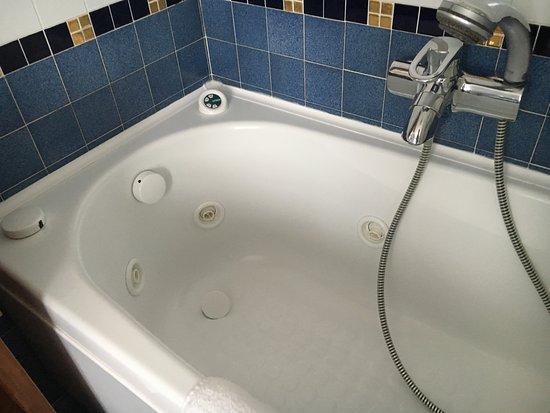 Hotel Ancora: Jet Stream Feature In Bathtub.