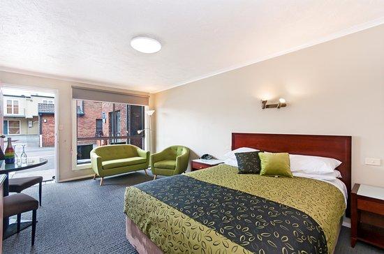โรงแรมเบสท์เวสเทิร์นทิวดอร์มอเตอร์อินน์