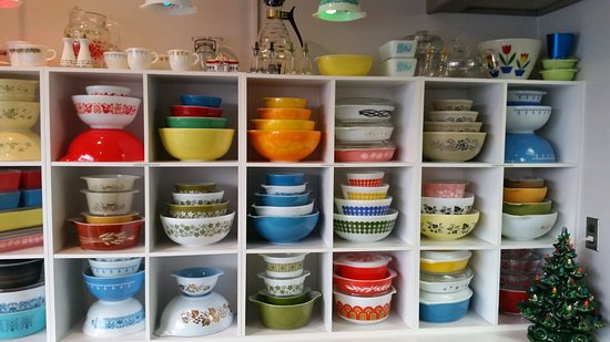 St. Catharines, Canada: Pyrex Wall