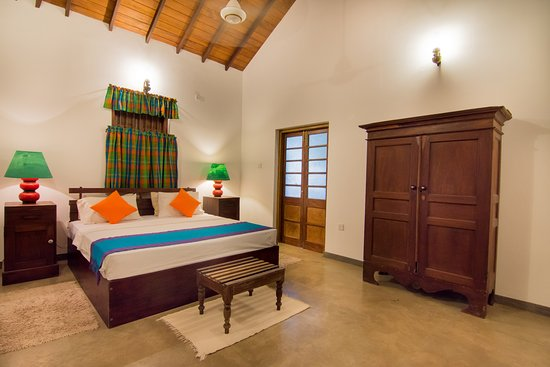 The Kandyan Manor: Pool View Room