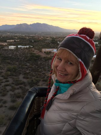 Tucson Balloon Rides: Okay, I have a picture of Kathy and that's a gondola!!