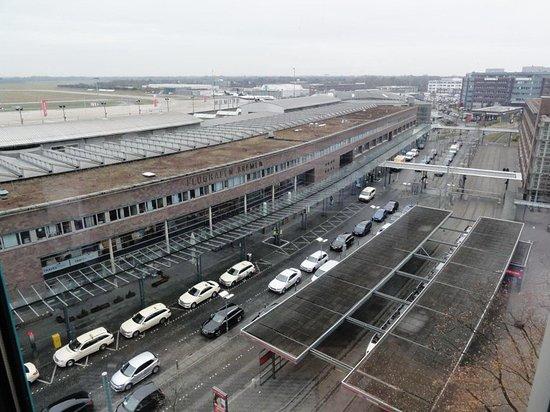 Flughafengeb ude bild von restaurant blixx im atlantic for Airfield hotel ganderkesee