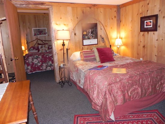 Manitou Lodge Bed and Breakfast: The Owl Cabin inside