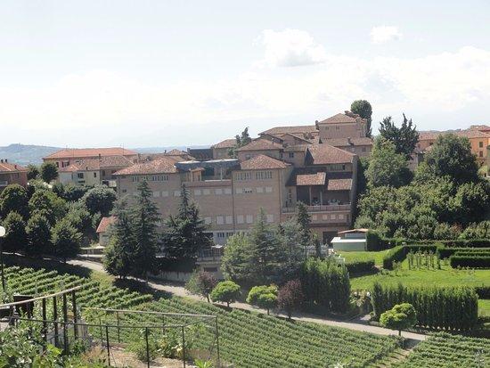 Bossolasco, Italy: village perché
