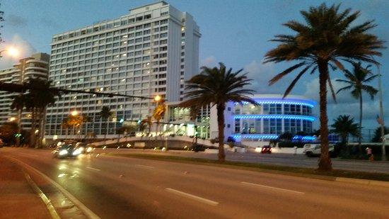 Design Suites Miami Beach: Outside the Hotel