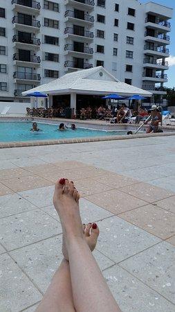 Design Suites Miami Beach: Tiki Bar...near the pool area