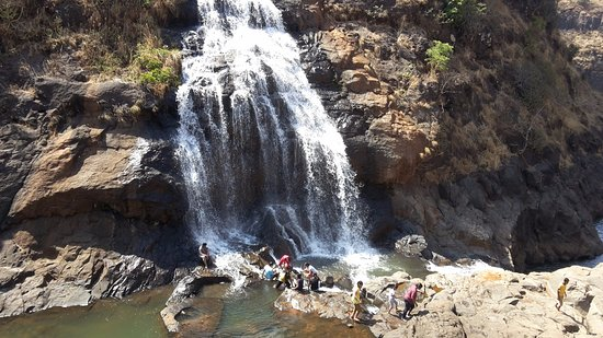 Igatpuri, India: Lake Vaitarna Waterfall