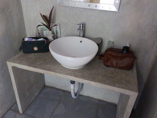 De badkamer oogt fraai. - Bild von Isana Beach House, Tangalle ...