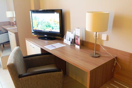hotel lodomar spa u escritorio habitacion y mueble minibar