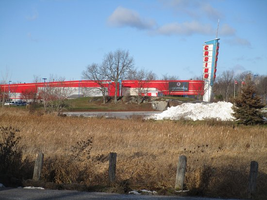 Gananoque, Canadá: Shorelines Casino - view from road