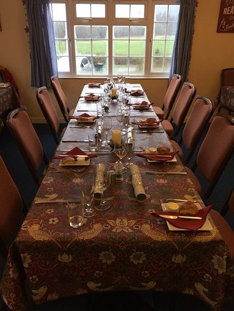 Carradale, UK: Xmas table laid and awaiting the guests