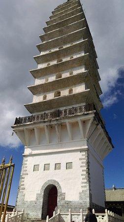 Binchuan County, Chine : 金頂寺內的佛塔