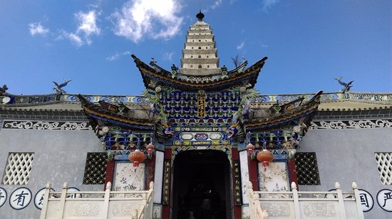 Binchuan County, Chine : 金頂寺正門