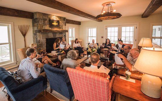 Arlington, VT: Casual start to a corporate retreat in our Great Room.