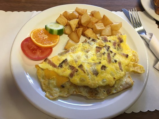Tilly's - my breakfast omelette with hash browns