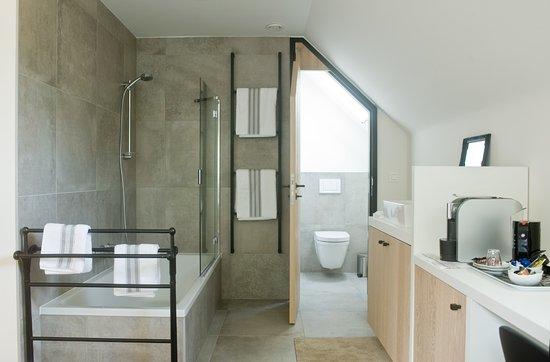 kamer Alegria met open badkamer en suite (douche in ligbad ...