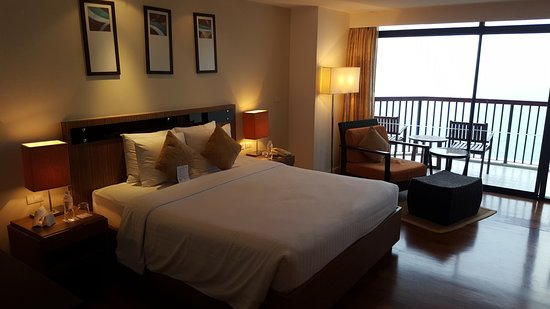 Luxury Novotel Hua Hin Cha Am Beach Resort and Spa Suite 1 King Size Bed - Contemporary king size bedroom suites