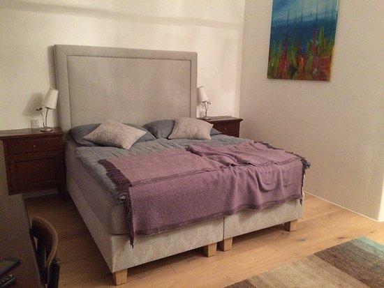 Schlafzimmer Mit Boxspringbett Picture Of Tom Pfarrhof Sankt