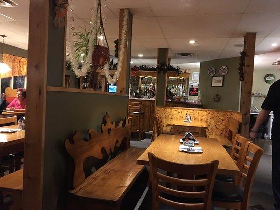 Maple Leaf Restaurant-Bar Czech Snitzel House : Maple Leaf - dining room