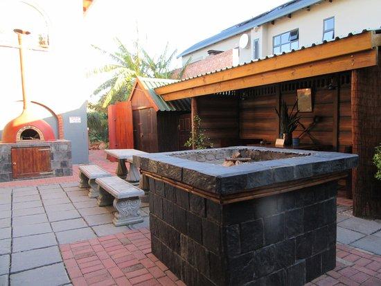 Dungbeetle River Lodge: Area to BBQ/Braii