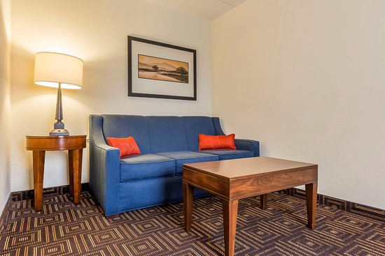 Comfort Inn: Suite Seating Area