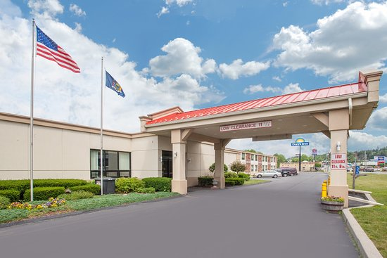 Days Inn Liberty: Hotel Main Entrance