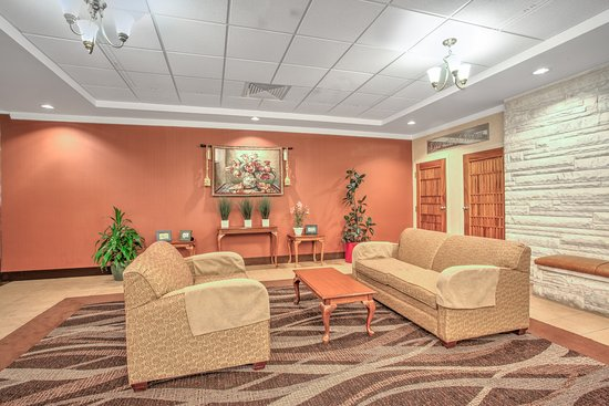 Days Inn Liberty: Lobby Sitting Area