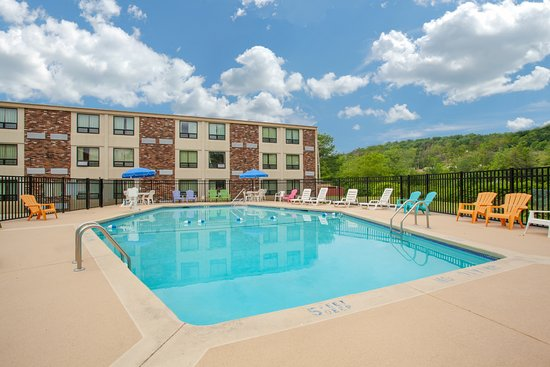 Liberty, NY: Outdoor Swimming Pool