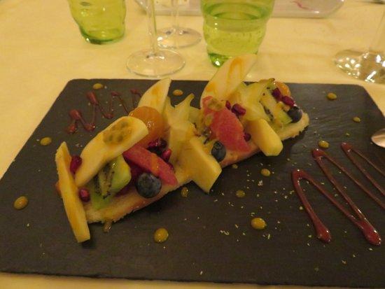 Le Lude, فرنسا: tarte fine aux fruit un délice