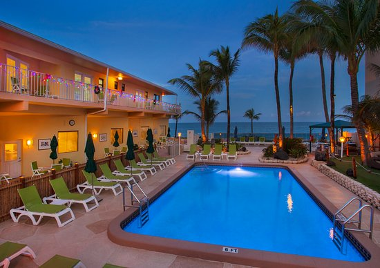 Windjammer Resort: South pool area