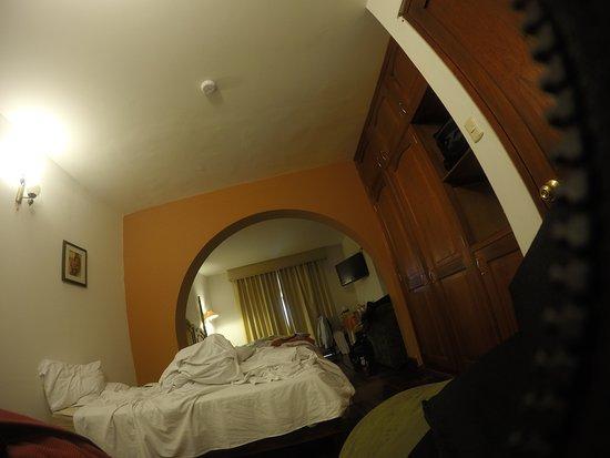 El Virrey Boutique Hostal: una buena habitacion ,con buenas camas y refrigeradora calentador una buena tina etc etc etc