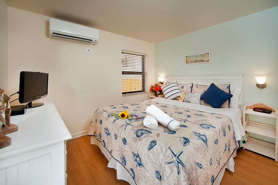 Windjammer Resort: Ocean Front one bedroom unit in North side.